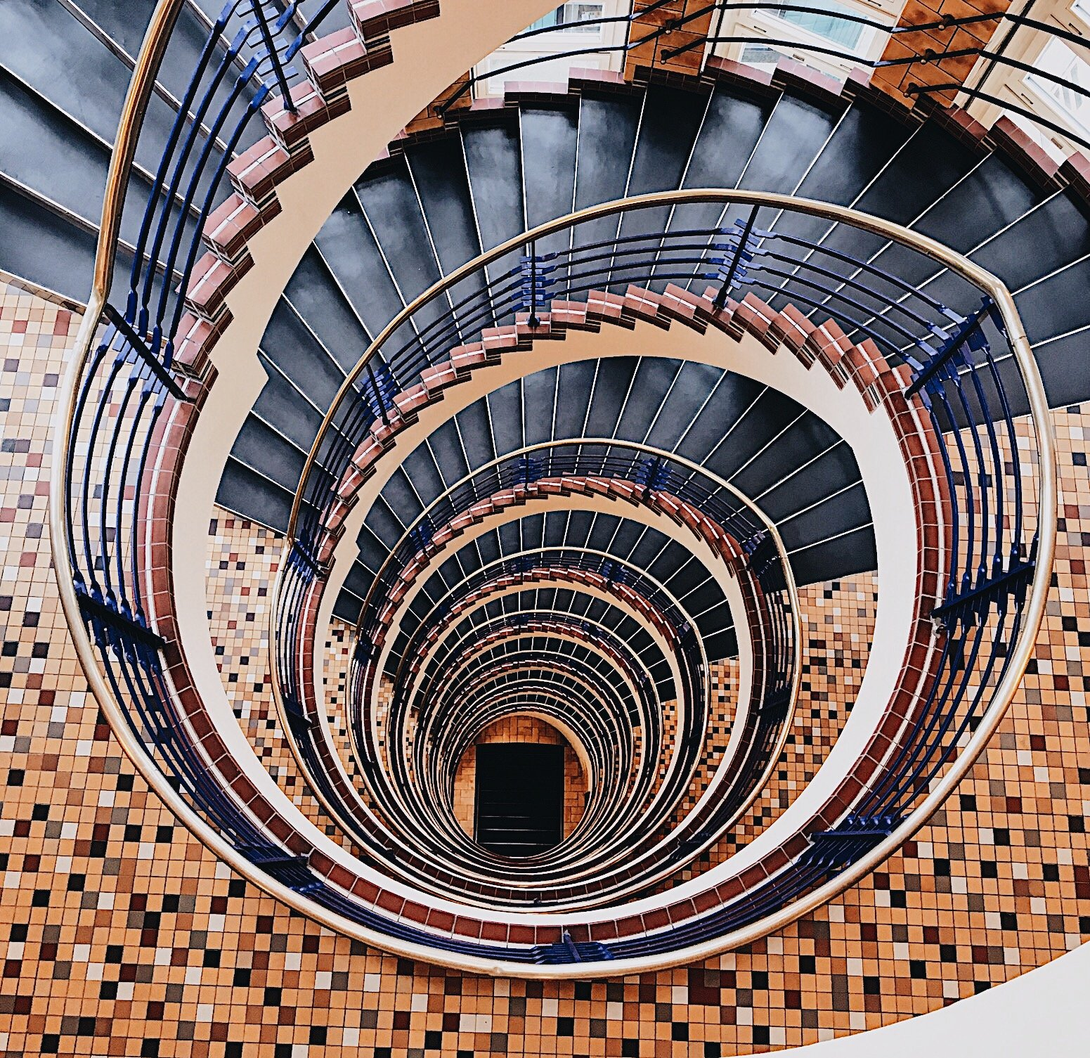 Treppenhäuser In Hamburg: Auf Der Jagd Nach Fotogenen Spiralen