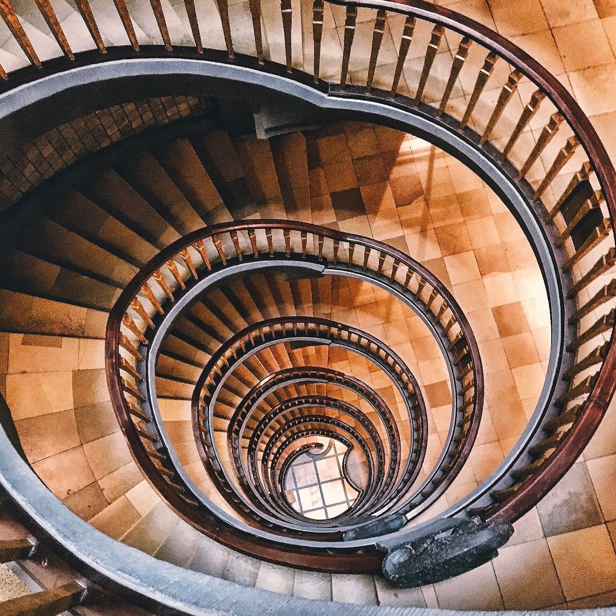 Spiralförmige Treppe: Ballin Haus, Treppenhäuser Hamburg