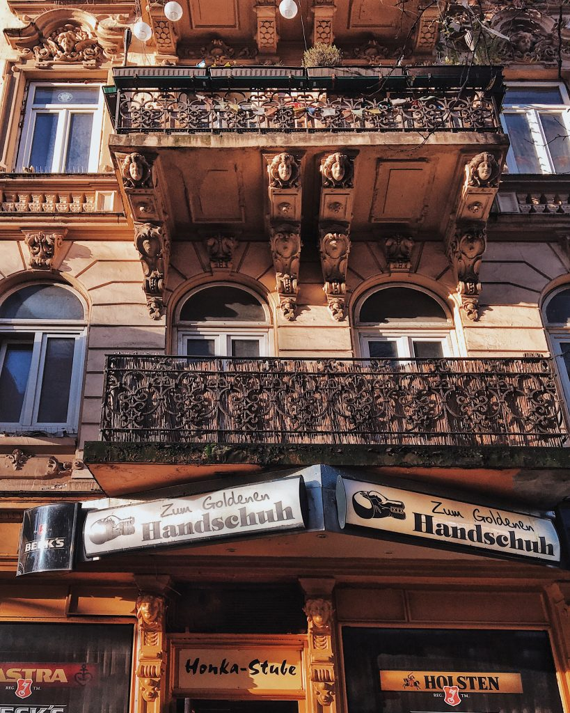 Zum Goldenen Handschuh: Kneipe, St. Pauli, Reeperbahn (Elbvilles Hamburg Companion)
