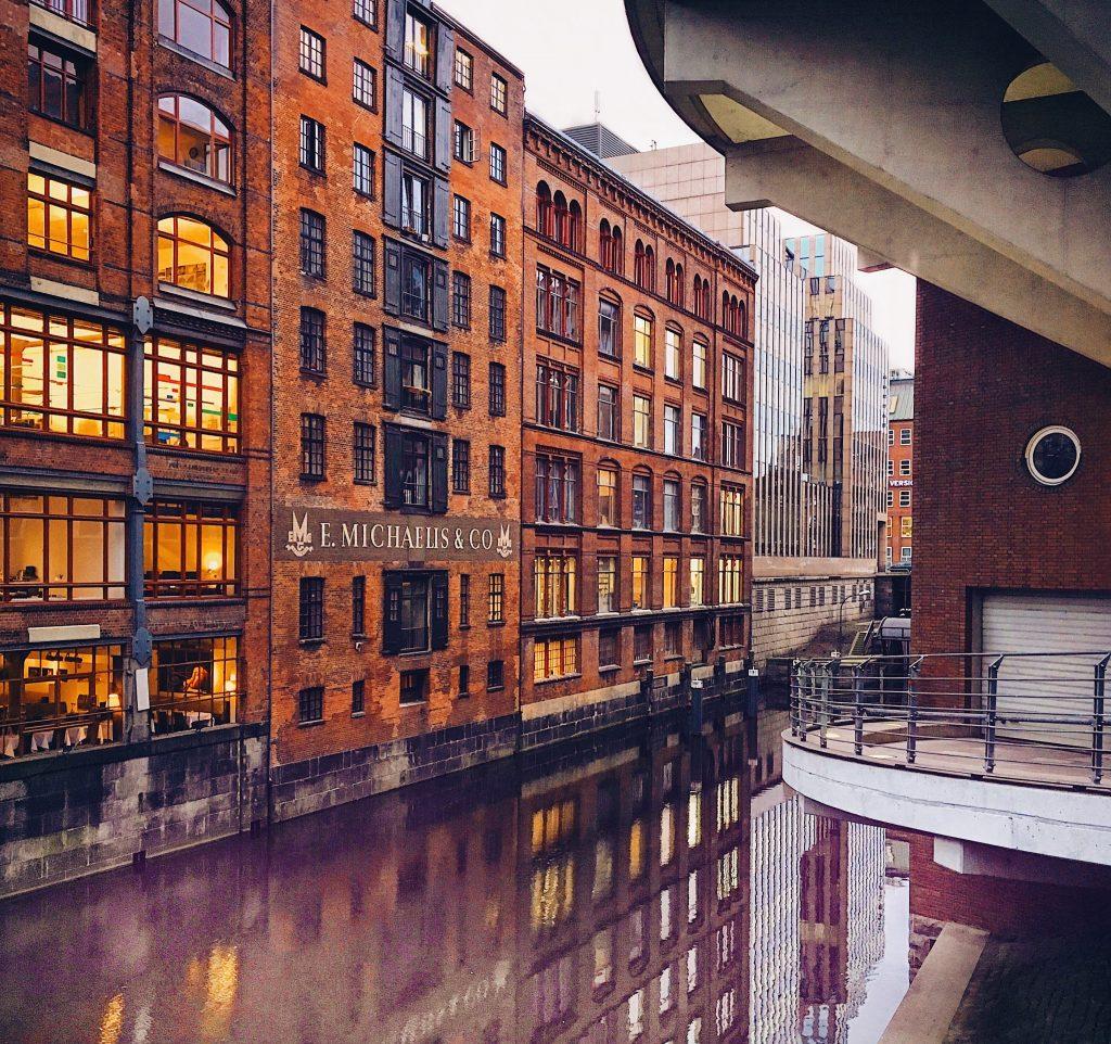 Blick auf Hamburgs Kanäle: Herrengrabenfleet, Foto: Susanne Krieg