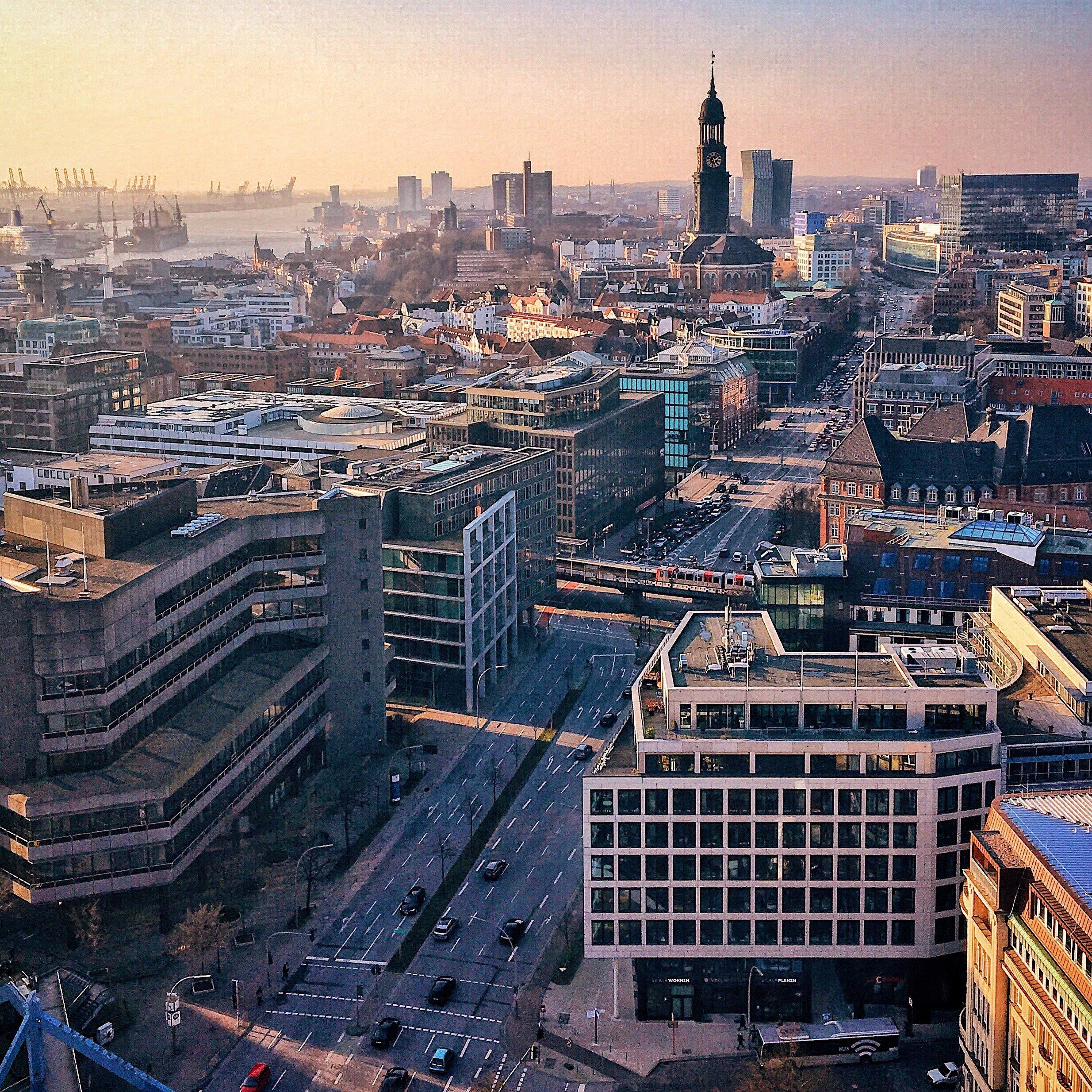Blick Von Der Nikolaikirche, Tutorial Smartphone Fotos Bearbeiten, Hamburg Companion