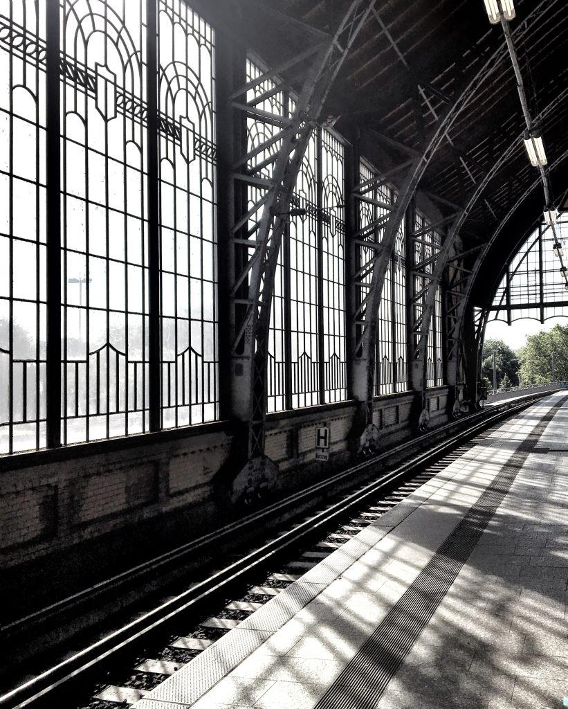 Dammtor Bahnhof: Schöne Fenster in Hamburg, Elbville Hamburg Companion