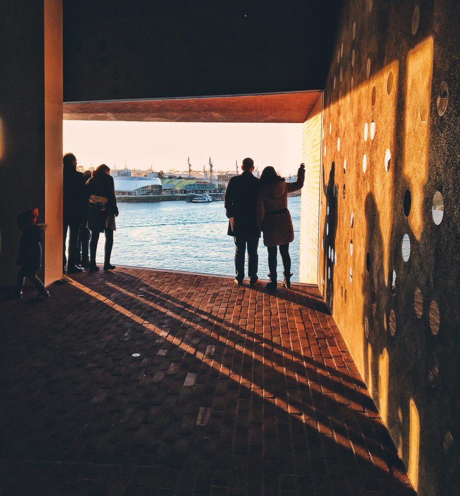 Das Fenster in der Elbphilharmonie Hamburg Companion Elbville