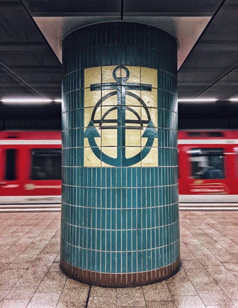 S-Bahn Station Landungsbrücken: die coolsten U-Bahn Stationen in Hamburg Elbville Companion