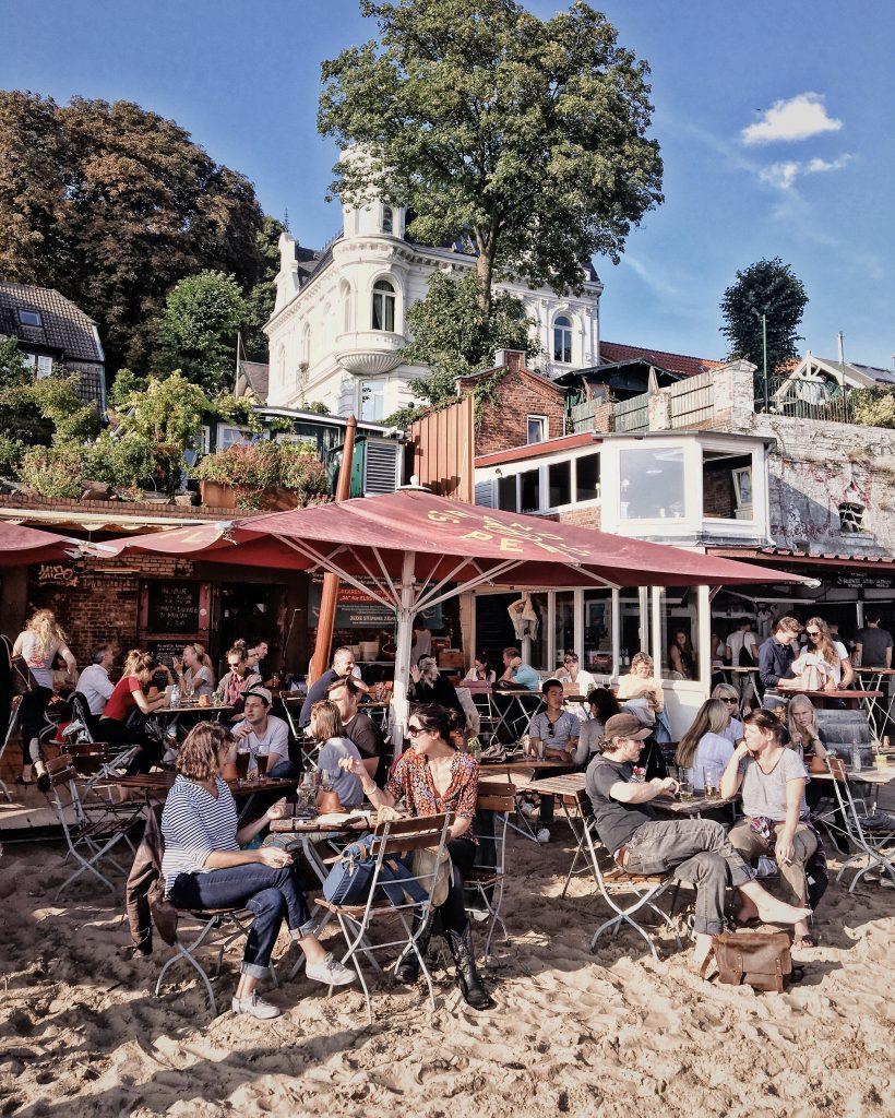 Draussen sitzen in Hamburg: Strandperle (Elbville, Hamburg Companion)