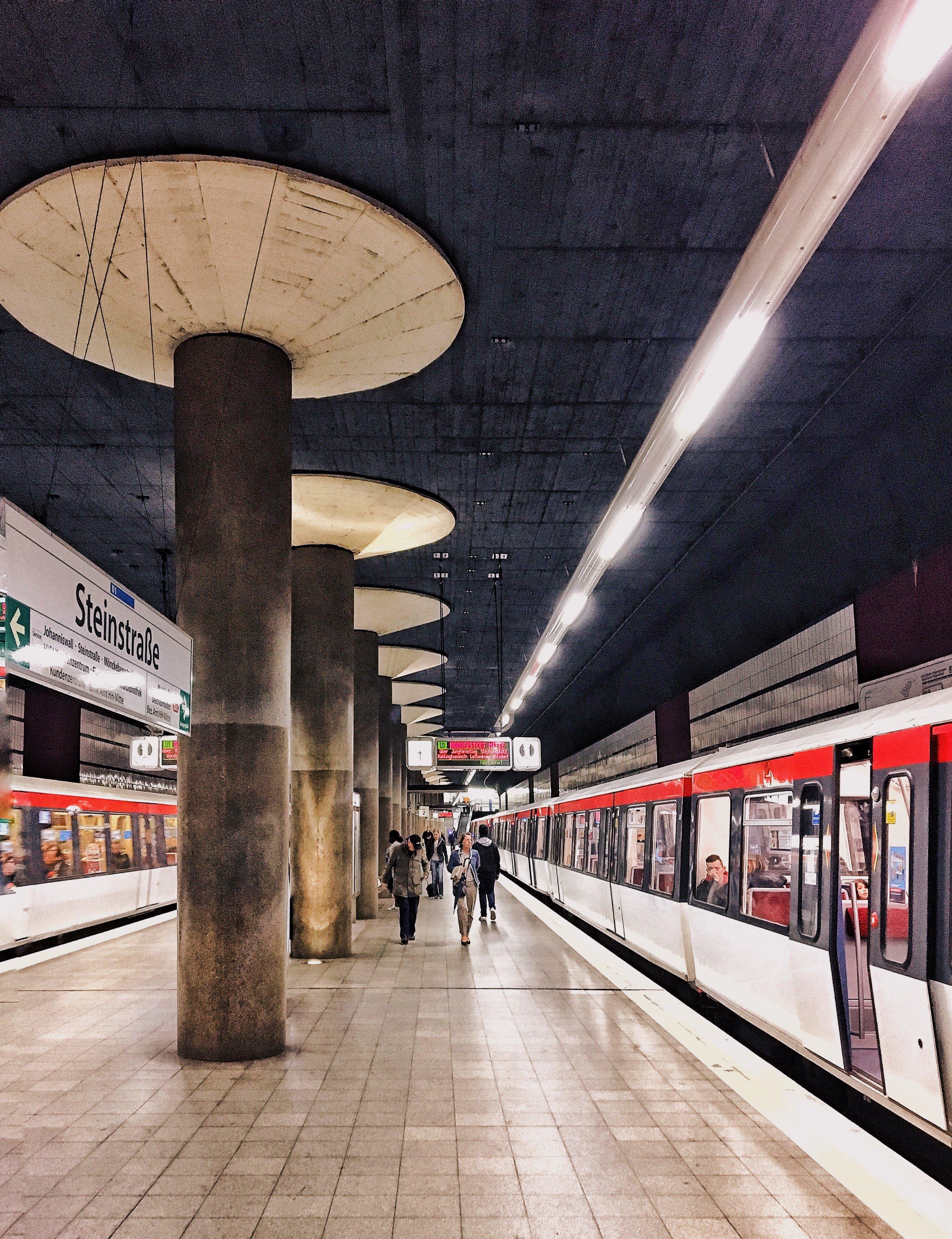 Steinstraße: coole U-Bahn Stationen in Hamburg Companion Frau Elbville