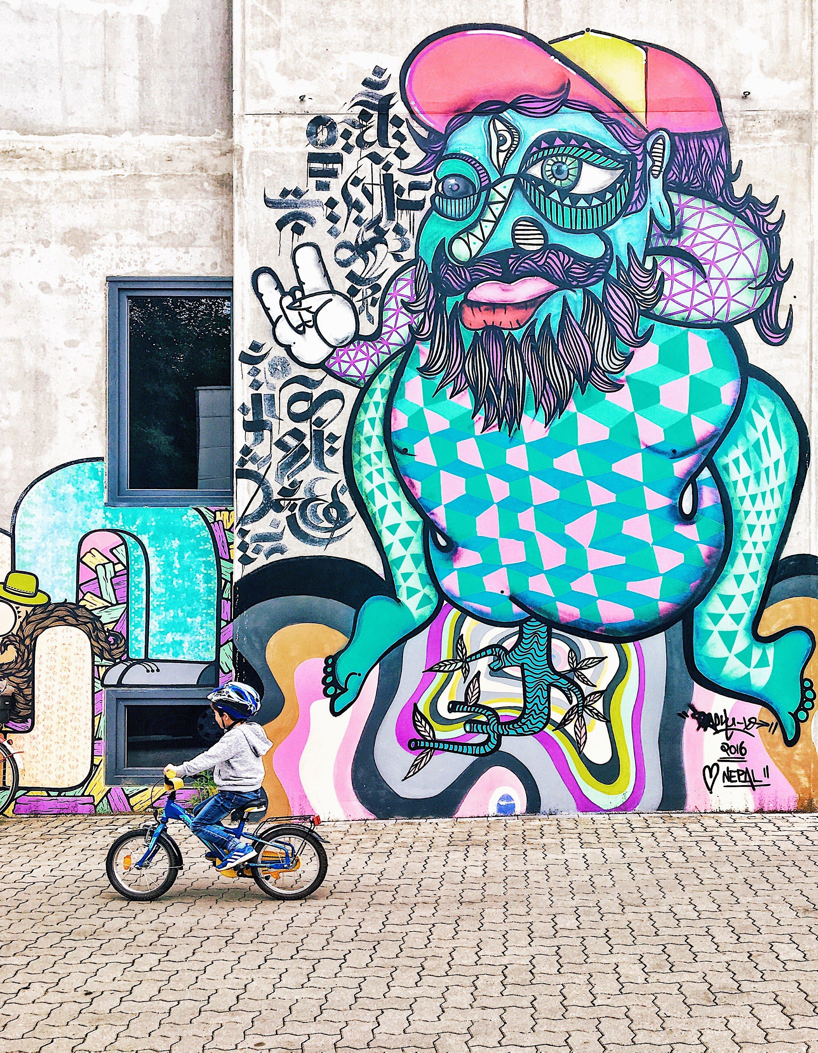 Streetart Hamburg: Graffiti Ottensen Bahrenfeld Frau Elbville Hamburg Companion