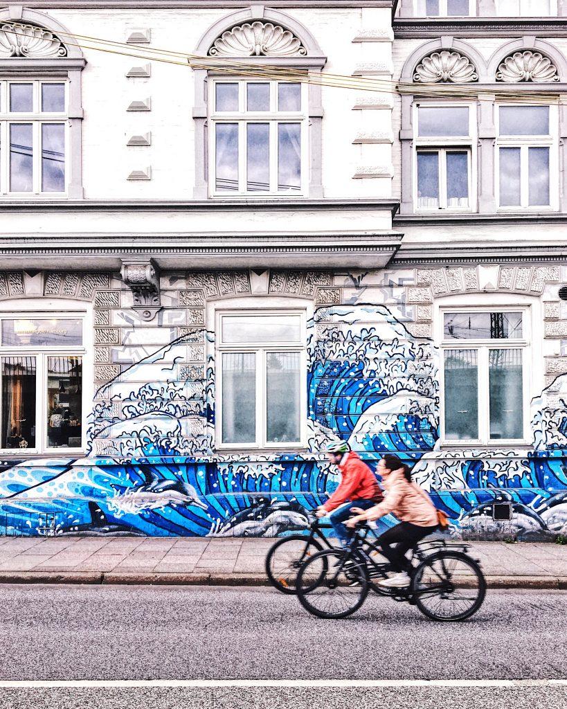 Streetart Hamburg: HOKUSAI IN OTTENSEN, Frau Elbville