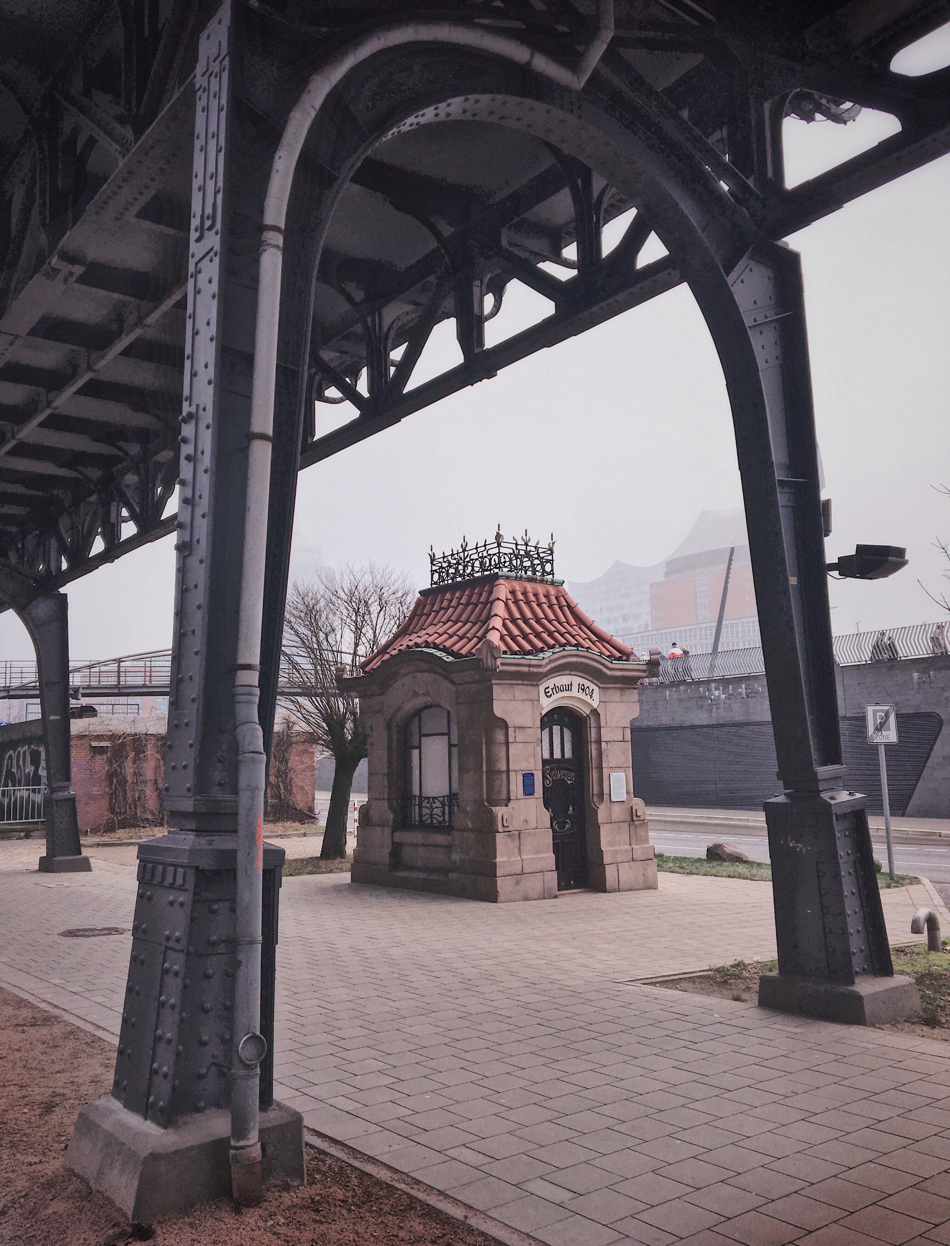 Siel-Einstieghäuschen Hamburg (Vorsetzen, Baumwall) am Hafen