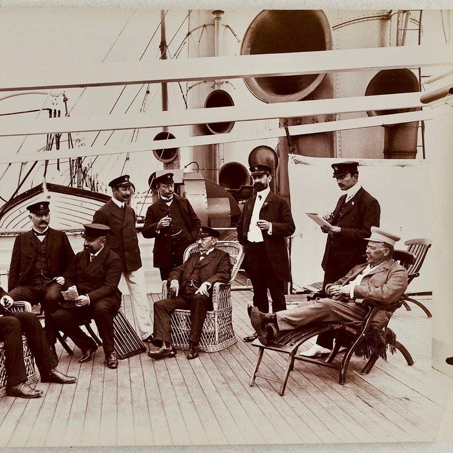Hamburgs Erste Kreuzfahrtschiffe