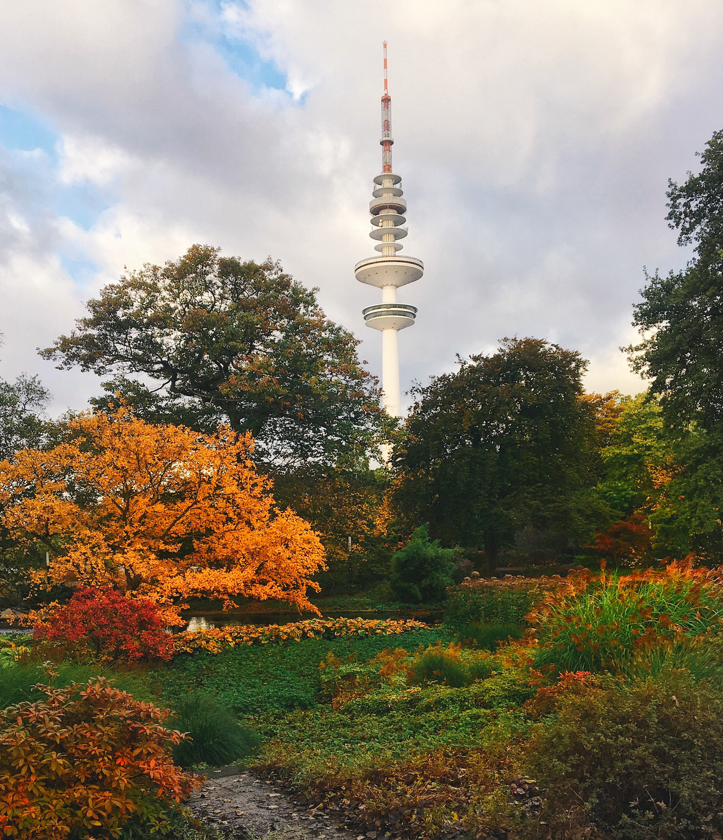 Hamburger Fernsehturm im Herbst
