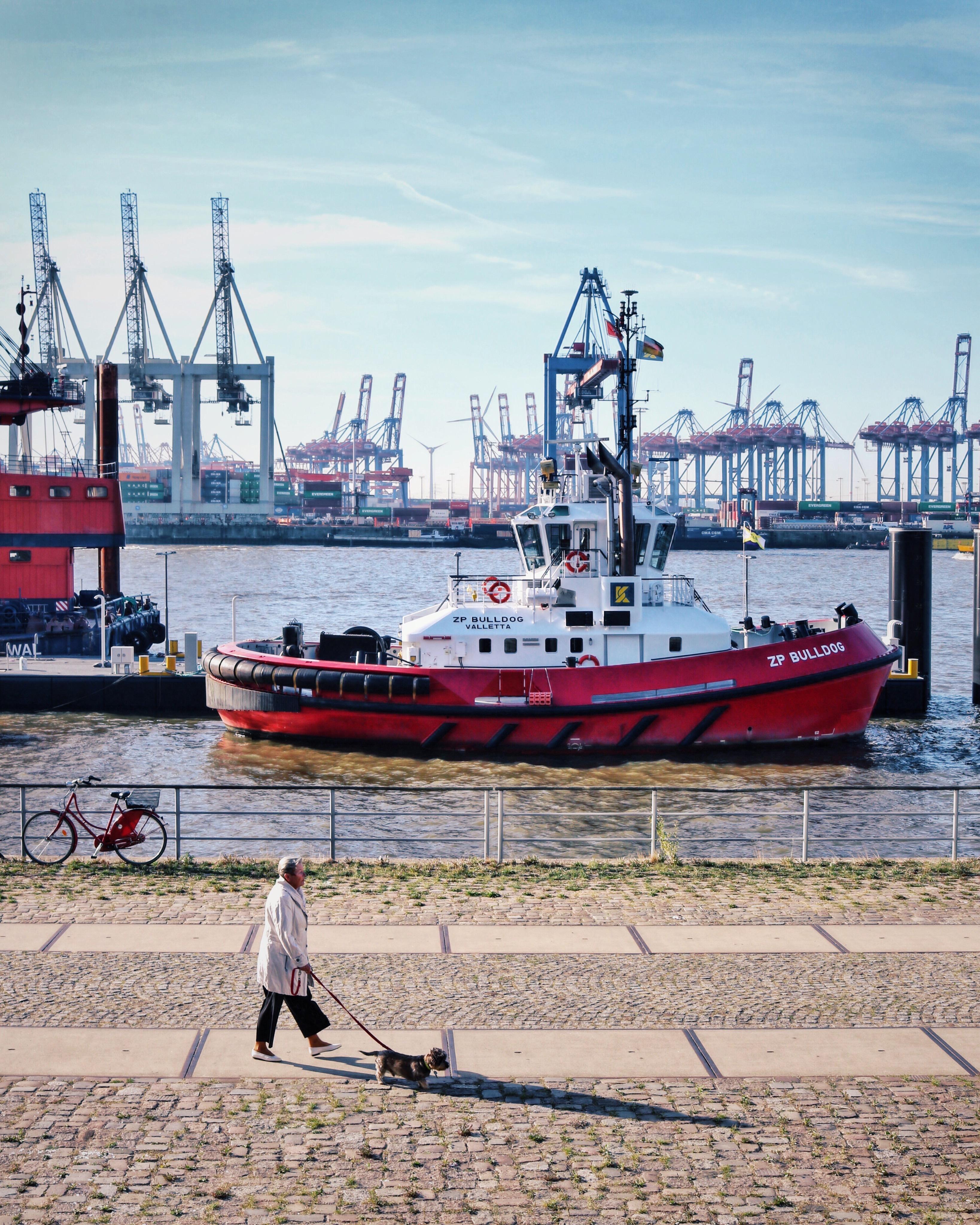 Schlepper auf dem Weg nach Neumühlen: Hamburgs beste Fotospots und Foto Locations am Hafen