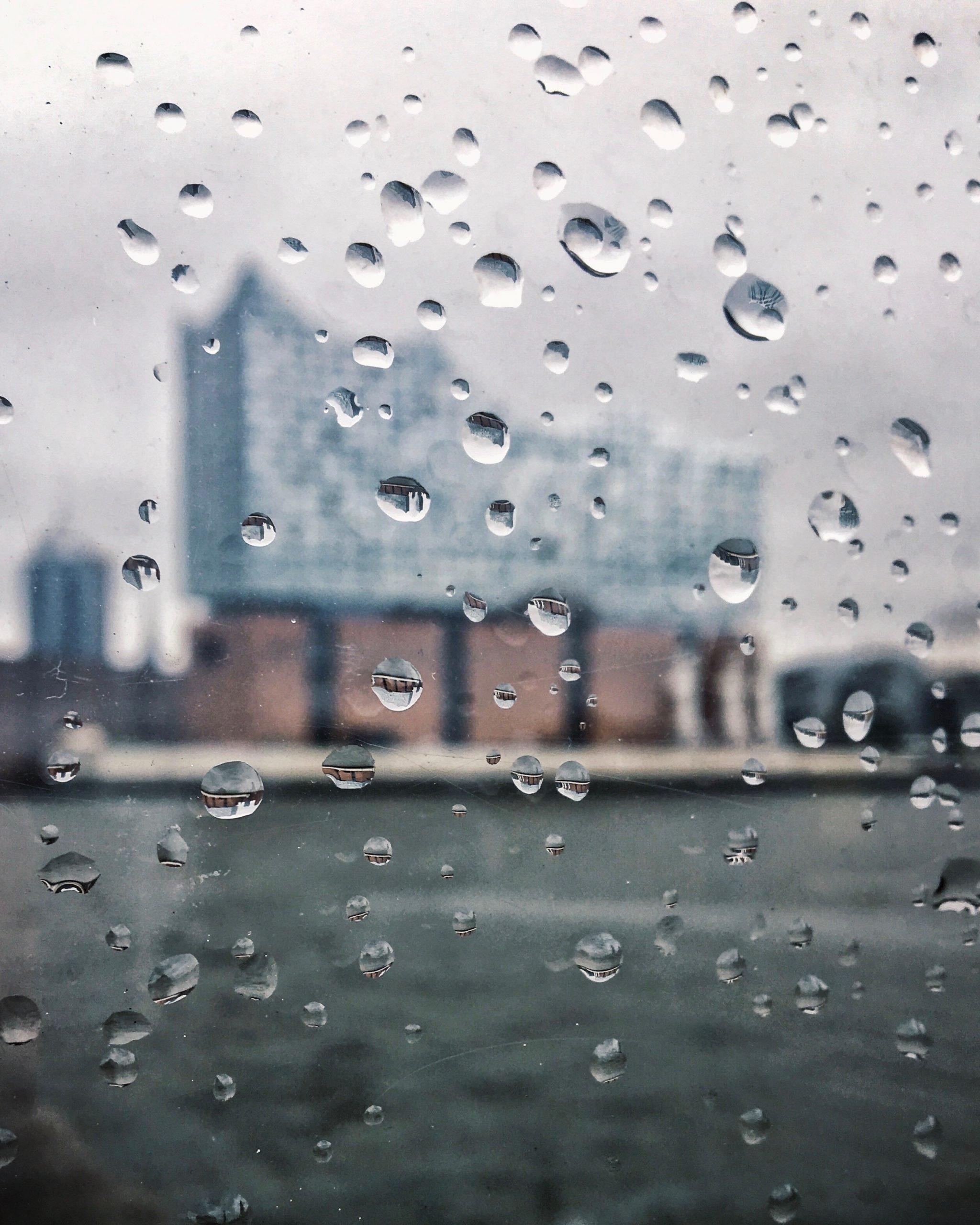 Die Elbphilharmonie bei Regenwetter und Schietwetter fotografieren