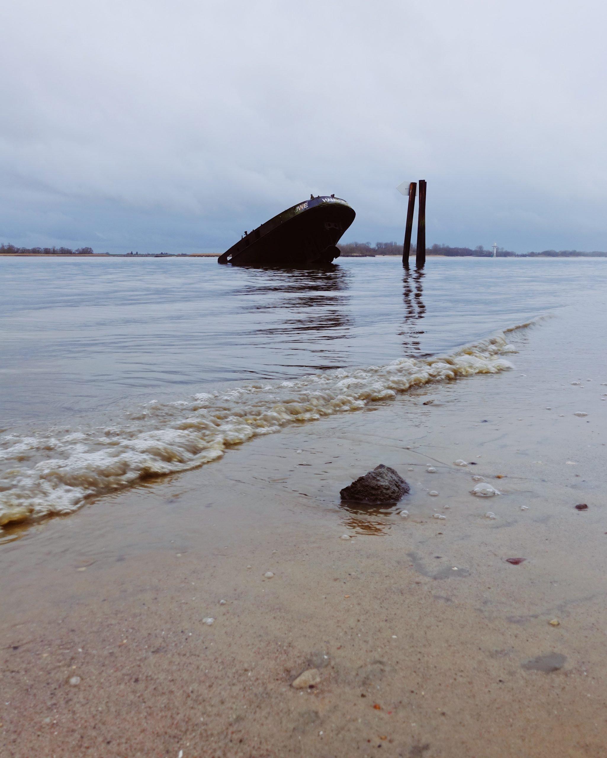 Schiffswrack Uwe von Hamburg Blankenese