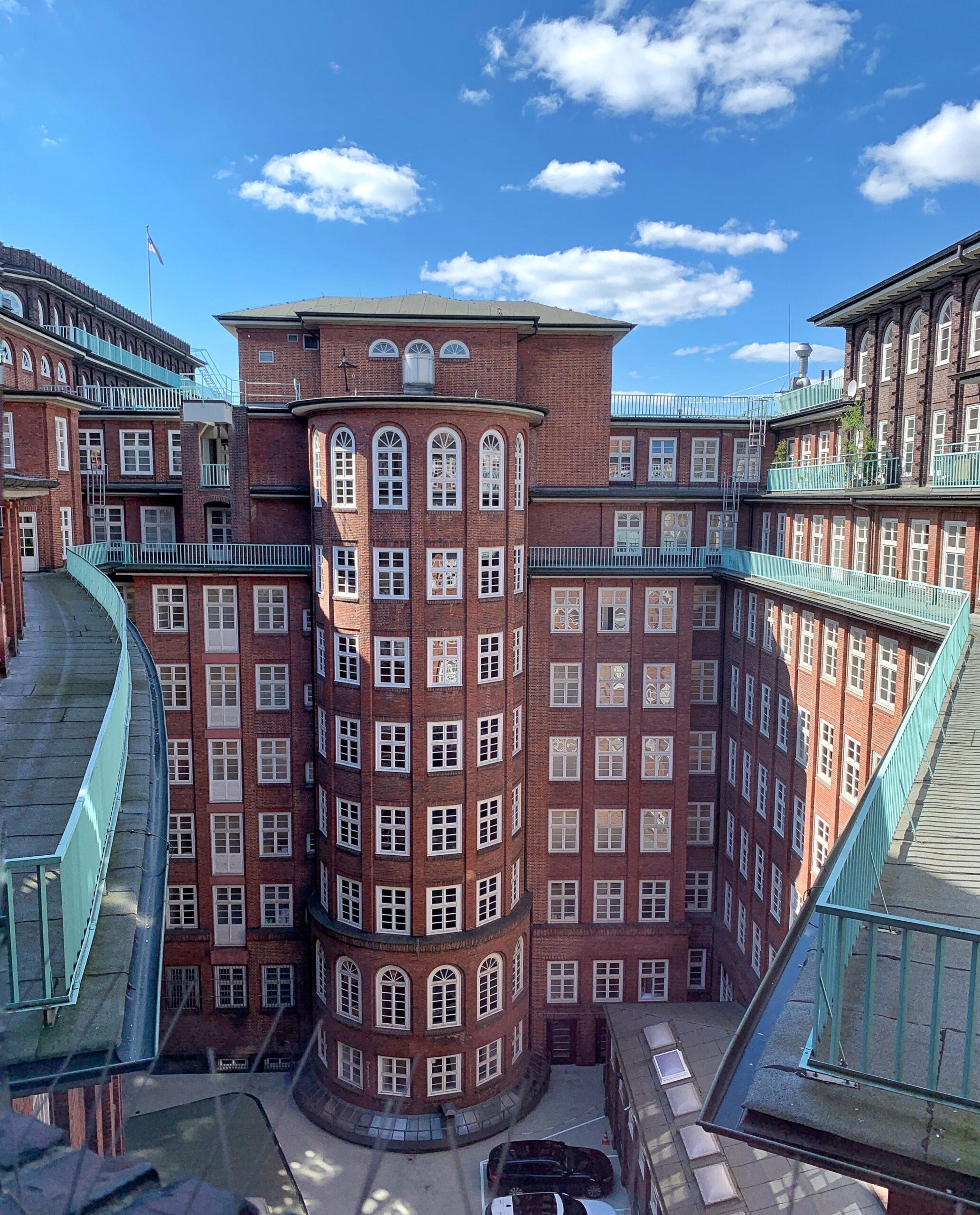 Hinterhöfe in Hamburg: Blick in den Innenhof des Chilehauses